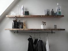 Nu er endnu en DIY færdig, og det har den været i nogle uger nu. Jeg har tænkt på at lave den i lang tid, fordi jeg simpelthen ikke har en skid plads på mit badeværelse, så hylder er lige min bedste mulighed for lidt opbevaring. Tilfældigvis havde jeg lige noget planke tilbage fra da … … Læs resten → Bathroom, Interior Design, Living Room, Interior Inspo, Home, Shelves, Floating Shelves, Home Decor, Room