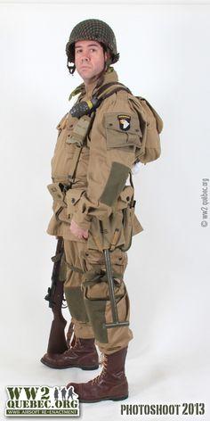 Vintage Military Uniforms, Military Gear, Military Equipment, British Uniforms, Ww2 Uniforms, American Uniform, Military Action Figures, Army Uniform, Military Photos
