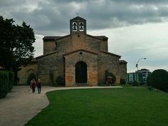 La basílica deSan Julián de los Prados, también conocida comoSantullano, es una Iglesiaprerrománicade principios delsiglo IXque se encuentra enOviedo(Principado de Asturias), siendo una de las principales muestras delarte asturiano. La iglesia está dedicada a los santos mártiresJuliányBasilisa.  Fue declaradaMonumento Histórico Artísticoen junio de1917yPatrimonio de la Humanidadel2 de diciembrede1998.  #EuropeosViajeros #Oviedo #España #Spain #Europe #Viaje #Travel…