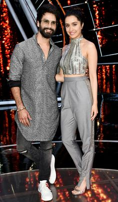 Gorgeous Shraddha kapoor and Dapper Shahid kapoor at Indian Idol Shahid Kapoor, Shraddha Kapoor, Man Dress Design, Indian Idol, Dior Fashion, Bollywood Actors, Ladies Day, Beautiful Actresses, Indian Actresses