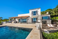 Le Ciel Bleu - Villa Match :Villa Match Saint Tropez, Brigitte Bardot, Restaurant, Mansions, House Styles, Blue Skies, Lush, Villas