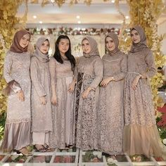 "OOTD KEBAYA KEKINIAN on Instagram: ""Lovely photo by @gprajadiva⁣ 💖⁣ 💖⁣ 💖⁣ #idekondangan #kondangan #kondanganstyle #kondanganoutfit #kondanganday #kondangantime…"" Muslim Fashion, Hijab Fashion, Girl Fashion, Fashion Outfits, Hijab Dress Party, Prom Party Dresses, Bridesmaid Dresses, Kebaya Modern Dress, Kebaya Dress"