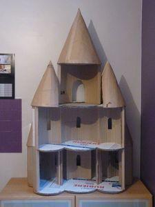 diy tuto château de poupée en carton site : cadeaux d'enfants. Plus