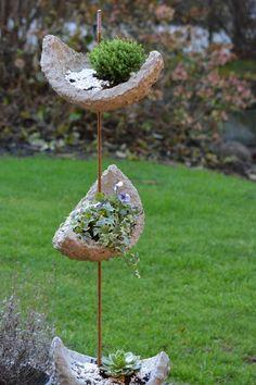 ideas diy garden sculpture ideas polymer clay for 2019 - Garden Decor Cement Art, Concrete Crafts, Concrete Art, Concrete Garden, Concrete Planters, Concrete Sculpture, Garden Crafts, Garden Projects, Garden Totems