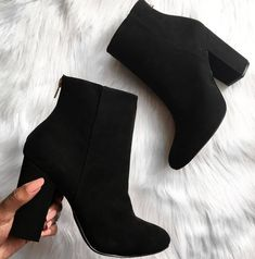 Pretty Shoes, Beautiful Shoes, Fashion Heels, Fashion Boots, Fall Booties, Aesthetic Shoes, Hype Shoes, Cute Boots, Dream Shoes