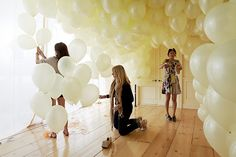 Behind the Scenes: Champagne Part 3 - The Bride's Guide : Martha Stewart Weddings. Backdrop idea by taping balloons at different heights Balloon Backdrop, Balloon Wall, Balloon Clouds, Balloon Party, Wedding Balloons, Cheap Party Decorations, Wedding Decorations, Plan Your Wedding, Dream Wedding
