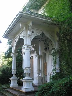 Front entry porch of the Erastus Brainerd, Jr. House in Portland,  save this historic house!