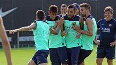 Neymar, Dani Alves and Piqué FC Barcelona training Neymar Pic, Messi And Neymar, Brazilian Soccer Players, Barcelona Training, Dani Alves, Training Tops, One Team, Football Soccer, Fc Barcelona