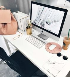 Cool pastel setting with rose gold interior and others - Home Office Decoration Desk Inspo, Desk Inspiration, Office Inspo, Gold Office, Pink Office, Home Office Design, Home Office Decor, House Design, Home Decor