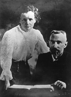 Marie and Pierre Curie - Bing Images Marie And Pierre Curie, Marie Curie, Us History, Women In History, Radium Girls, Crazy People, Famous Faces, Color Photography, Portrait
