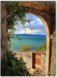 Looking through an antique archway onto an emerald and sapphire Italian lake. Lake Bolsena, region of Lazio, Italy, North of Rome. Places To Travel, Places To See, Beautiful World, Beautiful Places, Italian Lakes, Window View, Dream Vacations, Italy Travel, Wonders Of The World