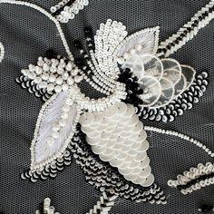 997 отметок «Нравится», 4 комментариев — fashion embroidery (@matreshki.rf) в Instagram: «@zardozee_india -  #handembroidery #bridal #wedding #bespoke #bridalcouture #handwork #beadwork…»
