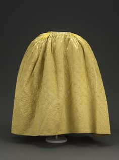 18th century - Skirt - Silk satin quilted, linen and silk lining