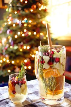 My New Year's Eve Cocktail Party: Holiday Sangria