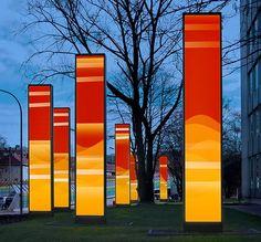 """Das Konzept basierte auf der Umwandlung von Bewegungsenergie in Licht. Die """"Seven Screens"""" reagierten auf den Verkehr. Sie """"reflektierten""""..."""