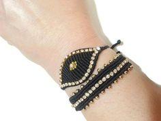 Macrame Bracelet Diy, Macrame Jewelry, Wire Jewelry, Jewelery, Friendship Bracelets Designs, Bracelet Designs, Evil Eye Bracelet, Handmade Bracelets, Jewelry Making