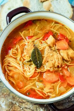 Sopa de fideo is the famous Puerto Rican chicken noodle soup that is super flavorful! This hearty and tasty Puerto Rican sopa de fideo soup is perfect for a cool evenings dinner! Comida Boricua, Boricua Recipes, Puerto Rican Recipes, Mexican Food Recipes, Dinner Recipes, Ethnic Recipes, Puerto Rican Cuisine, Puerto Rican Dishes, Fideo Soup Recipe