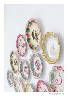 PIN magazin 2013 Tavasz: Vintage paper plates as wall decor Plate Wall, Plates On Wall, E Design, Design Ideas, Plates And Bowls, Wall Decor, Wall Art, Vintage Paper, Paper Plates