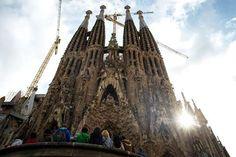 Sagrada Familia, Barcelona: Diseñada por Antonio Gaudí, esta basílica comenzó a construirse en 1882 y aún no está terminada. Foto: GETTY IMAGES