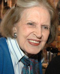 Lygia Fagundes Telles abre caminhos | Escritora é indicada ao celebrado prêmio de literatura, que só condecorou 14 mulheres em 115 anos de existência - por RENATA MEGALE | fev.2016 |