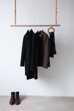 Interior Design Idea - Coat Racks That Hang From The Ceiling // This adjustable wood and leather coat rack has a wood rod acting as a place to hang coat hangers from and a circular wood offshoot that offers a home for your scarves or belts. Hanging Coat Rack, Diy Coat Rack, Coat Racks, Hanger Rack, Coat Hanger, Hangers, Espace Design, Garment Racks, Coat Stands
