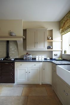 Kitchen wall in Savage Ground No.213, units: London Stone No.6 and Off-White No.3 by Farrow & Ball