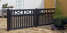 Tuinhek element zwart gespoten 96 - 98 cm hoog 100 - 150 - 300 cm breed - Lilly is Love Driveway Gate, Fence, Iron Gate Design, Front Gates, Welding Projects, Tiny House, Sweet Home, New Homes, Farmhouse