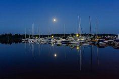 21.6.2016 | Viime yönä koettiin seuraavan kerran vuonna 2062 tapahtuva ilmiö, kun täysikuu ja vuoden pisin päivä sattuivat samaan ajankohtaan. - http://www.iltasanomat.fi/kotimaa/art-2000001204915.html (KUVA: Mika Vauhkonen) | The full moon and the longest day of the year took place at the same time.
