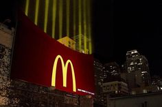 Креативная реклама на зданиях_Макдоналдс_1