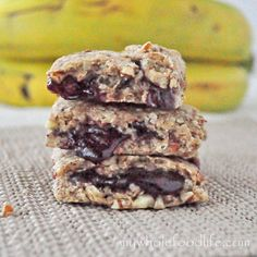 Say goodbye to store bought Nutri-Grain Bars.  These are the bomb and taste so much better.  Add your favorite fillings to create new flavor combinations! #vegan #snackbars #breakfast