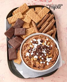 Whip up a fun dessert hummus recipe for your next special occasion. This tasty easy-to-make hummus dessert will make a great addition to your next party, potluck or family get-together. Smores Dessert, Dessert Dips, Fun Desserts, Dessert Recipes, Dessert Hummus Recipe, Tapas, Biscuits Graham, Mets, What To Cook