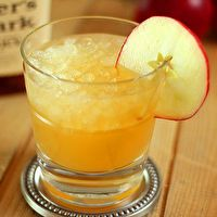 This winter punch couldn't be simpler: two parts #gingerale, two parts #apple cider, one part #bourbon
