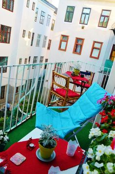 Baumarkt Köln Ehrenfeld ein kleiner aber sehr gemütlicher balkon mit schlichter sommerdeko