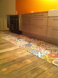 Articima #Zementfliesen #Patchwork Interior Architecture, Interior Design, Kitchen Flooring, Mudroom, Cement Tiles, Diy, Bunt, Inspiration, Floors