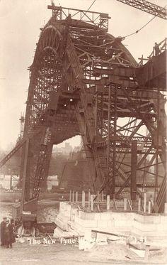 Construction of 'THE TYNE BRIDGE'