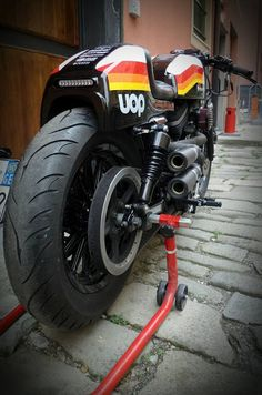 """Harley Cafe Racer """"Sporty Drag"""" - Greaser Garage #motorcycles #caferacer #motos   caferacerpasion.com"""