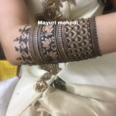 Best 12 this is Beautiful Bridal Arm Mehndi Design For brides – SkillOfKing. Modern Mehndi Designs, Mehndi Design Pictures, Wedding Mehndi Designs, Mehndi Designs For Fingers, Latest Mehndi Designs, Henna Tattoo Designs, Wedding Henna, Rajasthani Mehndi Designs, Dulhan Mehndi Designs