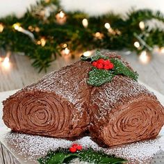 When it comes to favourite Christmas desserts, not much can beat a traditional Christmas Pudding. But if there's anything that can compete with the old British favourite, it has to be a Christmas Yule Log. Christmas Pudding, Christmas Desserts, Christmas Traditions, Christmas Cakes, Christmas Yule Log, Book Cakes, Chocolate Decorations, Cake Shop, Cake Plates