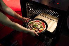 Impasto la pizza, finalmente. Impastare, ossia mischiare gli ingredienti , principalmente farina e acqua, fornendo energia meccanica tramite le proprie mani oppure tramite una ...