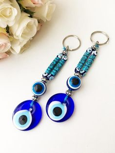 Evil eye boho keyringIt is very beautiful keychain or bag charm. It believes that evil eye bring happiness and luck! Evil Eye Keychains All Collections Bohemian Accessories, Yoga Accessories, Handmade Accessories, Greek Gifts, Greek Evil Eye, Ideias Diy, Eye Jewelry, Jewelry Ideas, Bracelet Crafts