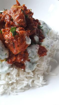 Chicken curry in tomato sauce, basmati rice and yogurt sauce .- Chicken curry with tomato sauce, basmati rice and coriander yogurt sauce – My tasty cuisine Pollo Chicken, Tandoori Chicken, Chicken Curry, Asian Chicken Recipes, Yogurt Sauce, Exotic Food, Love Eat, Tomato Sauce, Food And Drink