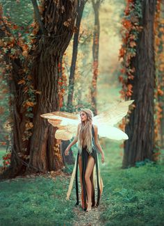 """""""at the center of every fairy tale lay a truth that gave the story its power. """"at the center of e Fantasy Inspiration, Photoshoot Inspiration, Character Inspiration, Chica Fantasy, Fantasy Girl, Fantasy Creatures, Mythical Creatures, Elf Kostüm, Mode Baroque"""