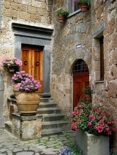 di Bagnoregio is a small Italian hill town in the province of Viterbo. -Civita di Bagnoregio is a small Italian hill town in the province of Viterbo. Beautiful Landscapes, Beautiful Gardens, Beautiful Homes, Beautiful Places, Old Doors, Windows And Doors, Mode Poster, Photos Voyages, Doorway