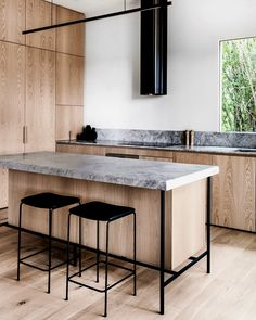 Kitchen Interior Design Remodeling inventive round vent hood on apartment 34 Black Kitchens, Home Kitchens, Kitchen Black, Interior Design Kitchen, Modern Interior Design, Luxury Interior, Interior Decorating, Minimalist Kitchen, Minimalist Design