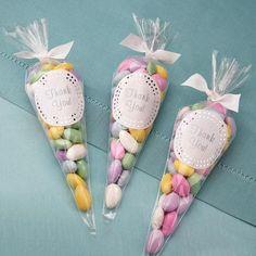 dulces en conos de celofan15