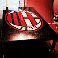 Tavolino realizzato in graniglia colorata e resina