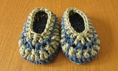 VERY EASY crochet baby boy slippers - stripey baby shoes / booties https://www.youtube.com/watch?v=vrb4vN2SBkc