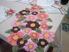 Bed Cover Design, Painting The Roses Red, Penny Rugs, Pink Houses, Cutwork, Fabric Art, Bed Covers, Table Runners, Quilt Patterns