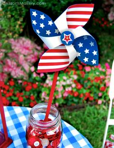 Free printable patriotic Stars and Stripes pinwheels! Diy craft / toy for kids. Backyard in the summer wind at the July 4th barbecue - perfect