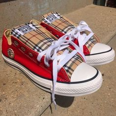 Burberry Perry and Converse collaboration Gucci Sneakers Outfit, Burberry Sneakers, Sneakers Fashion, Teen Girl Shoes, Little Girl Shoes, Gucci Handbags Outlet, Chuck Taylor Shoes, Trendy Shoes, Converse Shoes